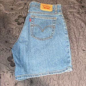 Levi's Relaxed 550 Shorts size 10